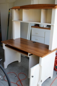 Here's the desk after the Super Engineer Husband spent some time on it.